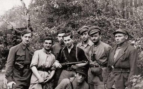 http://jewish-memorial.narod.ru/img_e/Evr_partizan4.jpg